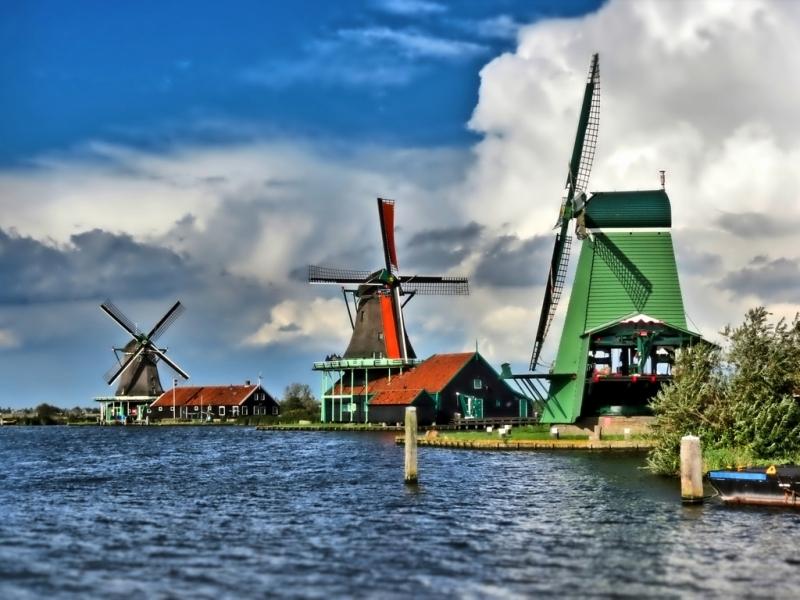 Os famosos moinhos da holanda em zaanse schans conex o for Amsterdam b b centro