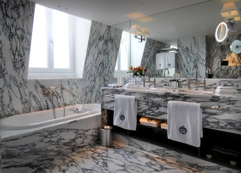 Rondeel no Hotel em Amsterdam um banheiro clássico