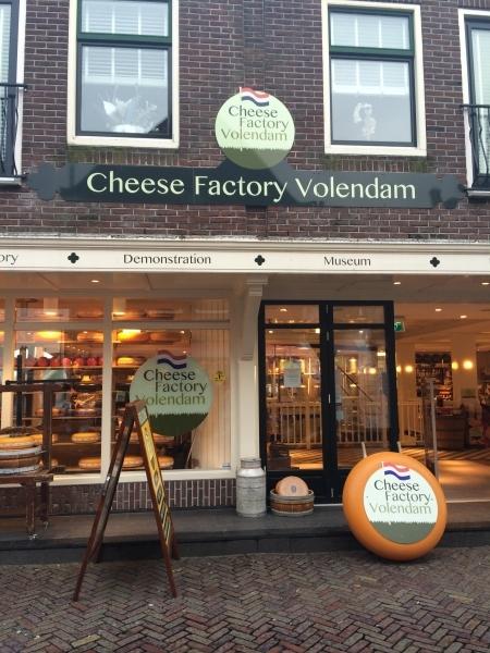 A fachada do museu do queijo em Volendam