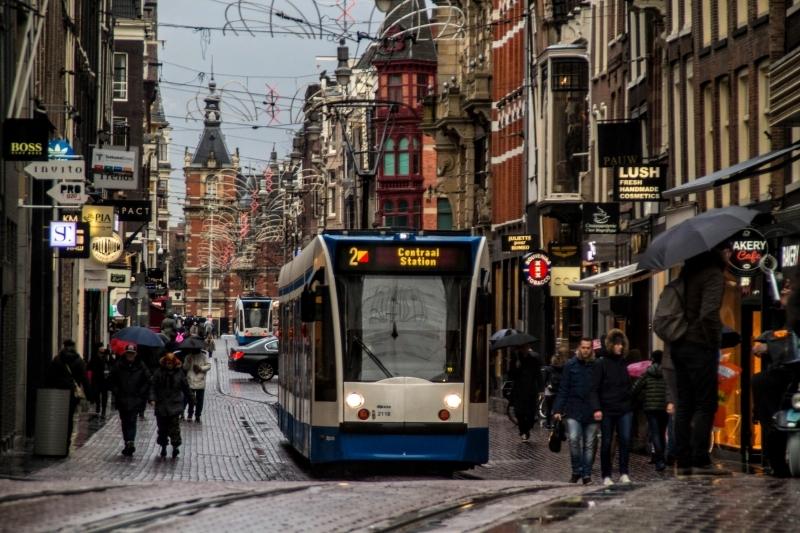 frio-e-chuva-nas-ruas-de-amsterdam