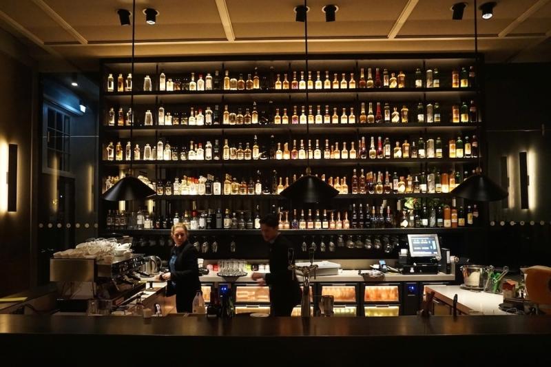 O Bar do Rijks é um restaurante romântico