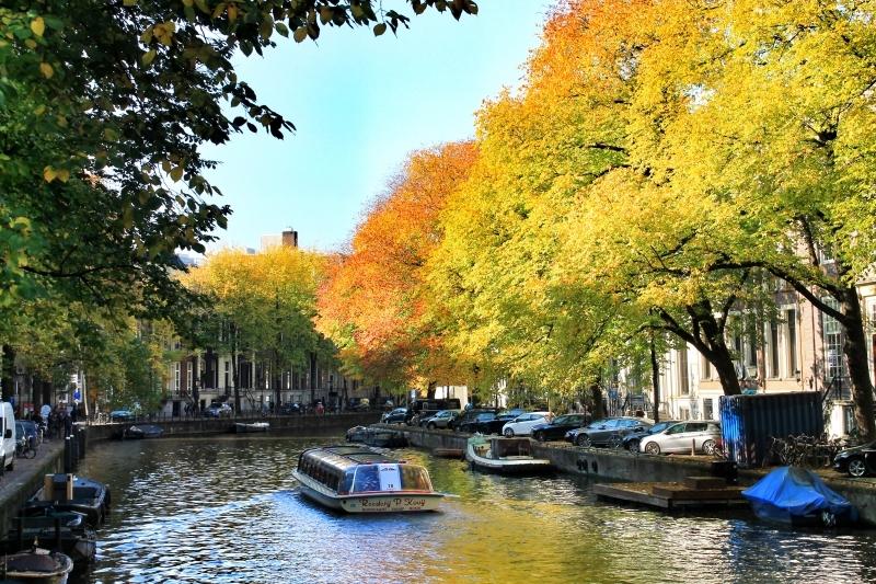 Passeios dirunos de barco nos canais de Amsterdam